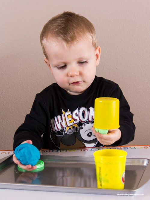 Play Dough - Easter Themed Tot School Trays -- Moms Have Questions Too