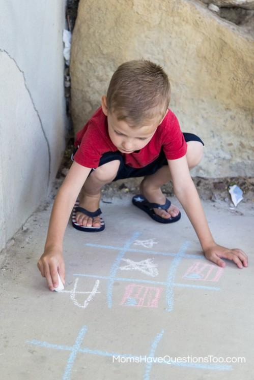 Chalk Tic Tac Toe - 4th of July Games - www.momshavequestionstoo.com