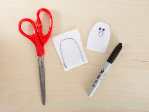 Make Felt Ghosts for a fun Halloween tree activity - Moms Have Questions Too
