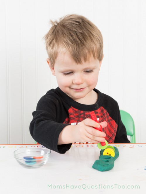 These aligator kid tweezers make fine motor activities even more fun! - Moms Have Questions Too