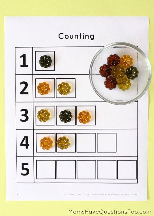 15 toddler activities that use table scatter (also called math manipulatives). These teach counting, creativity, fine motor, and more!